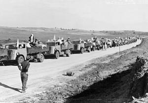Refugiados Palestinianos a sair da sua vila, lugar desconhecido, 1948, UNRWA